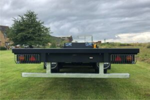 Bale trailer with option for rear beacon