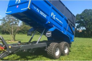 PK Proline grain and silage trailer tipped position