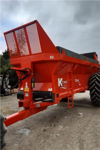 KTwo Duo 1400 muck spreader side view with axle